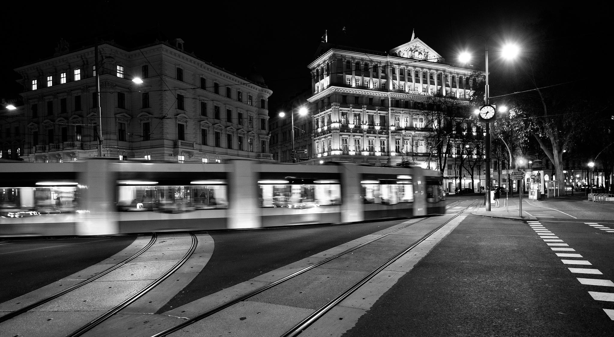 Traffic Viena by Roman Pfeiffer - Flickr